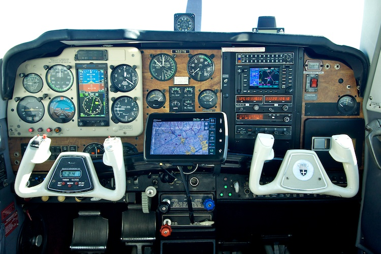 Garmin aera 796 (center)